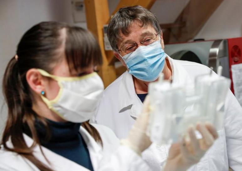 صف انتظار تولیدکنندگان واکسن کرونا پشت در یک شرکت کوچک مجارستانی